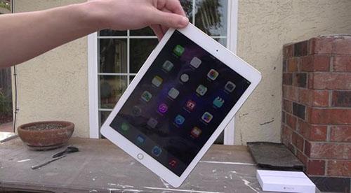 Màn hình iPad bị nhiễu màu do đâu?