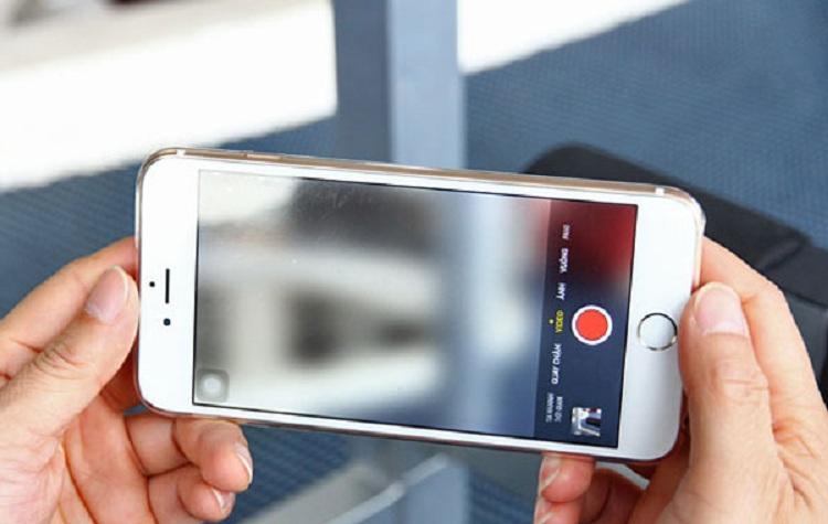 Camera iPhone 6 Plus bị mờ